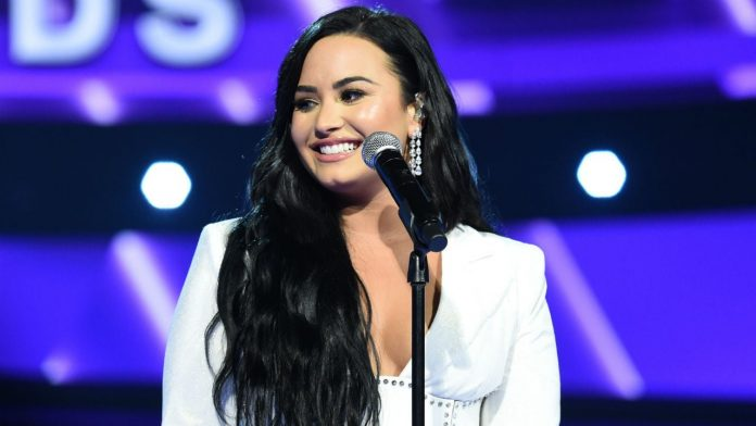 Demi Lovato Shows Off Her Stretch Marks By Tracing Them With Glitter Paint – Pics!