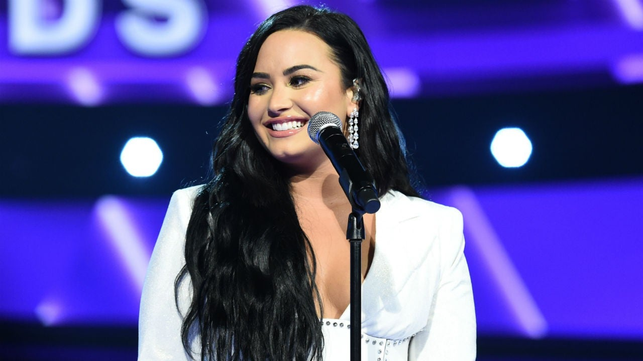 Demi Lovato Shows Off Her Stretch Marks By Tracing Them