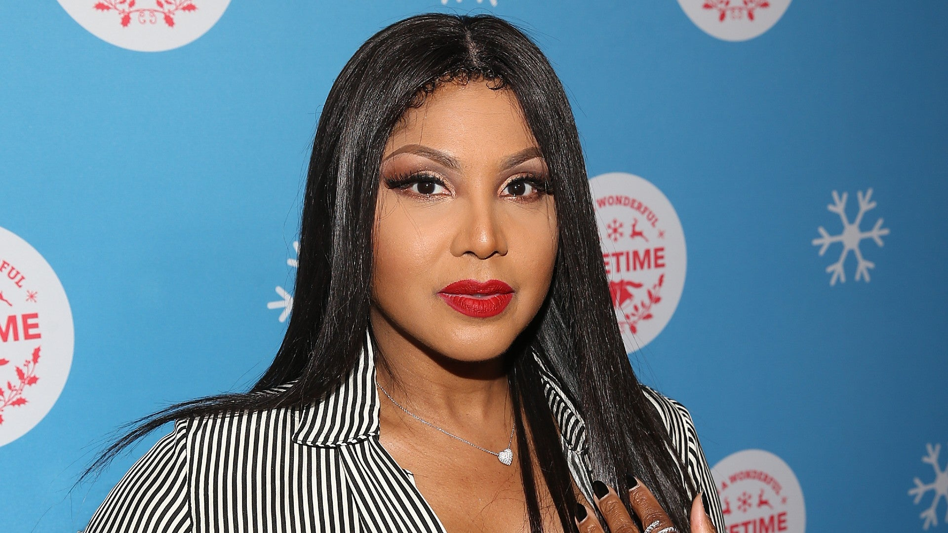 Toni Braxton Looks Gorgeous For Christmas In This Video