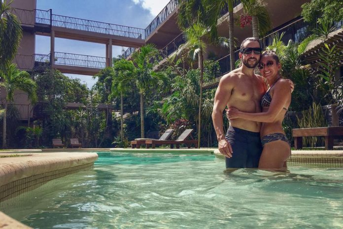 Couple moves to Mexico together after only meeting on Zoom