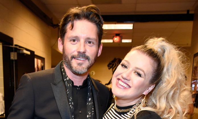Kelly Clarkson Says She's Made 60 Songs Since Divorcing Brandon Blackstock As An Outlet For Her Grief!