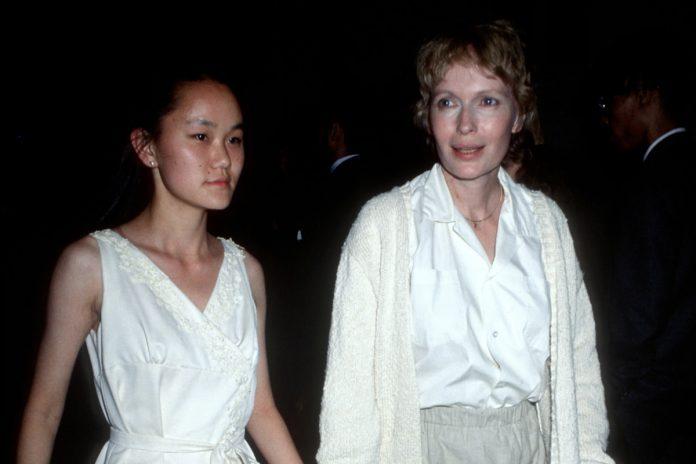 Mia Farrow found nude photos of Soon-Yi at Woody Allen's home