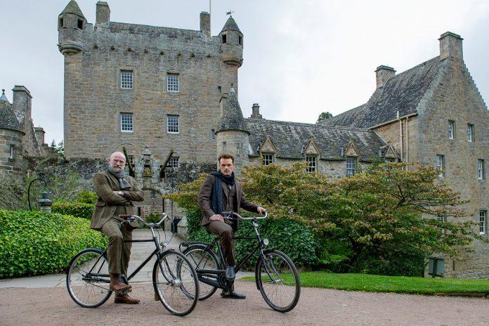 'Outlander' stars Sam Heughan, Graham McTavish take road trip