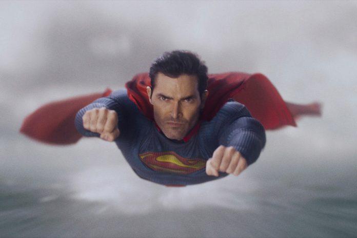 'Superman & Lois' star Tyler Hoechlin on how he's like Superman